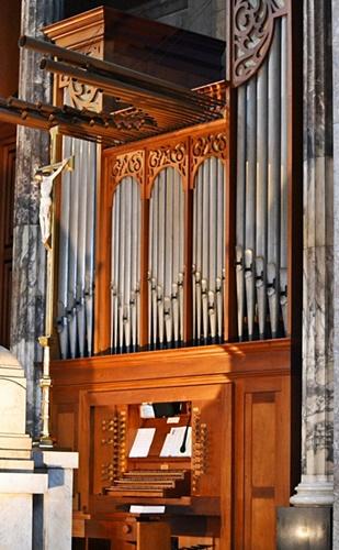 Carmelite church organ 1 - Copy