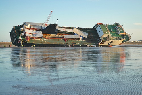 salvage-riverdance-ferry-removing-cargo-2